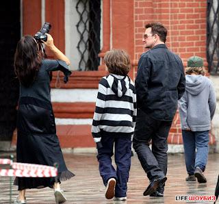 U2 y familiade turismo por Moscu 3
