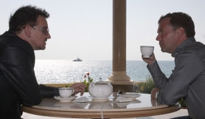 Bono se reune con el presidente Ruso Dmitry Medvedev 1
