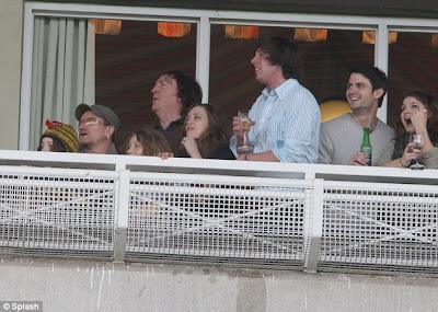 Bono y familia en las carreras de Leopardstown en Dublin