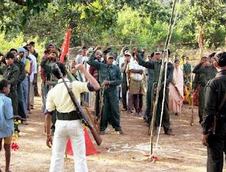 INDIA: Emboscada maoista acaba con la vida de 10 miembros de la Fuerza Policial de Reserva Central - CoBRA Guerrilleros naxalitas del PLGA 17