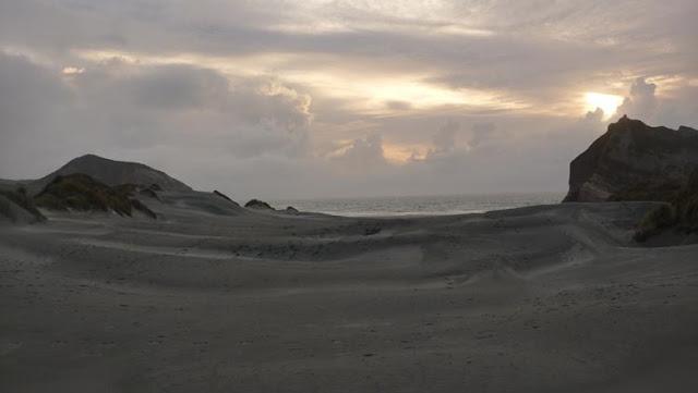 El atardecer en Wharariki beach es espectacular