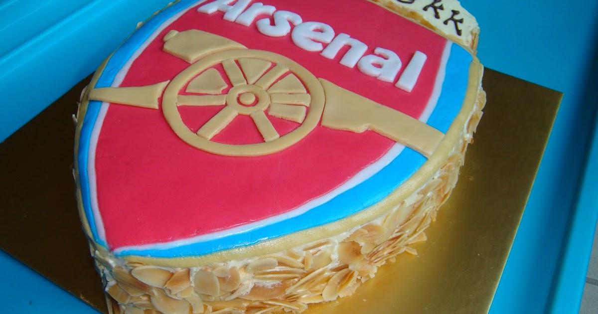 Yummy Baking Arsenal Logo Cake