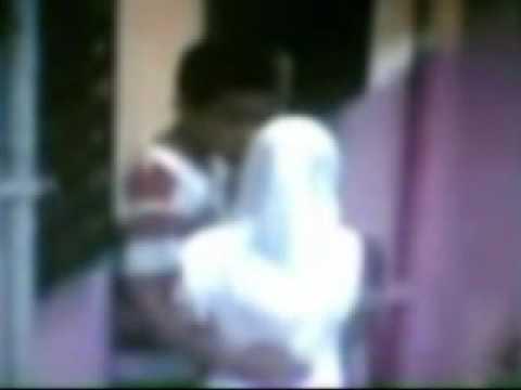 Malay budak sekolah main dlm jamban pancut dalam - 1 1