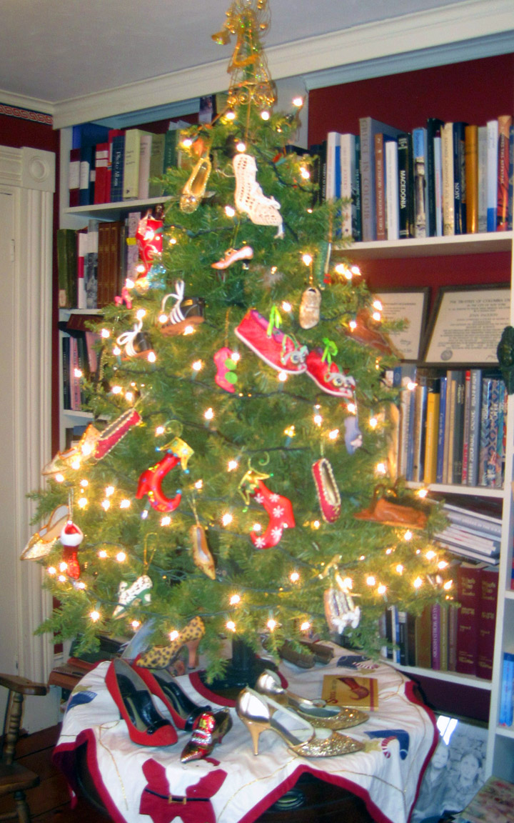 Christmas Shoe Tree.A Rolling Crone Confessions Of A Christmas Tree Nut The