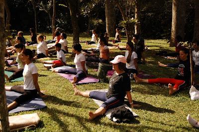 todo dia é dia de yoga  maio 2010