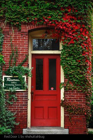 If You Ve Ever Noticed Houses With Red Front Doors May Have Wondered What Does A Door Mean Why Did They Paint Their That Bright