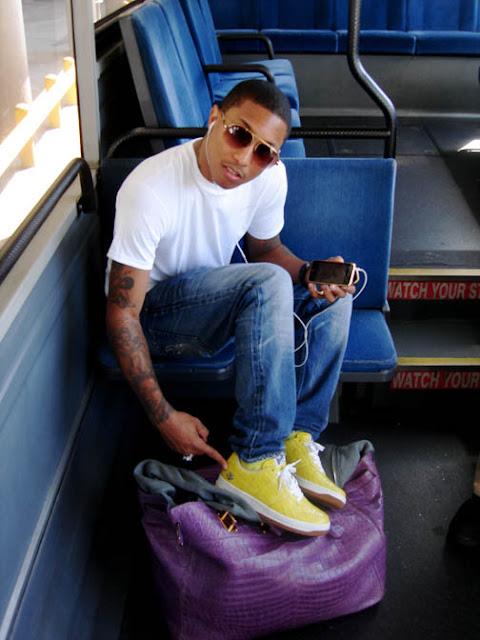 4d27308f07c3 Pharrell Williams. Pharell Williams with his Violet 50cm Crocodile Haut à  Courroies