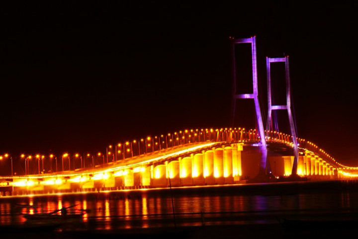 Foto Jembatan Suramadu Malam Hari Indah Banget