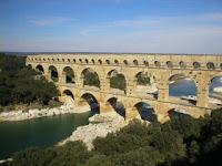 photo du pont du gard nimes uzes remoulins carte economie visites tourisme vers romains monuments