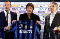 fans menghadiri sesi latihan pertama Leonardo menangani Inter Milan di sentra latihan Pine Terkini Interisti: Leonardo Kini Salah Satu Dari Kami