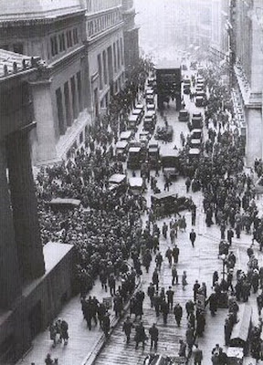Crowd gathering on Wall Street after the 1929 crash