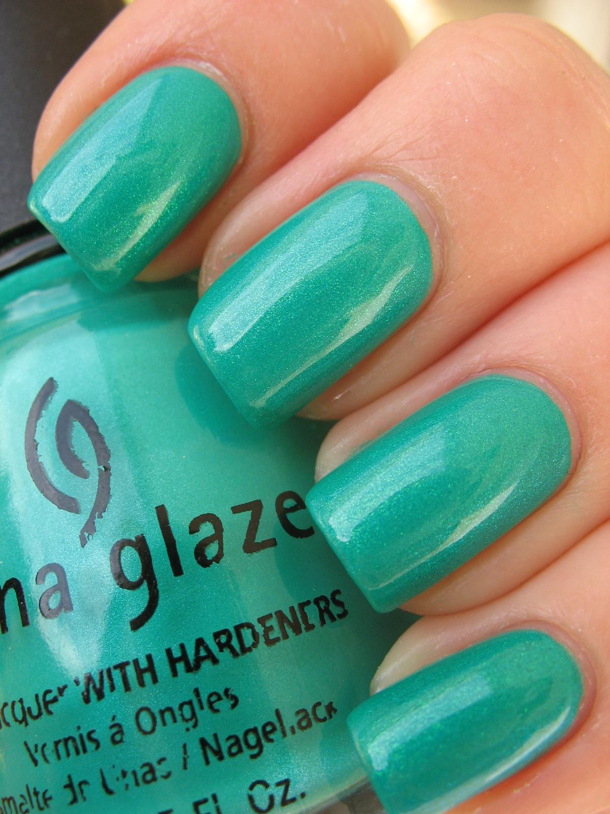 China Glaze Presenta Crakle Glaze: Kiss My Acetone: China Glaze Turned Up Turquoise