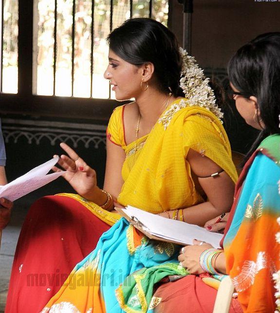 Anushka Shetty As Prositute In Vedam Telugu Movie-4434
