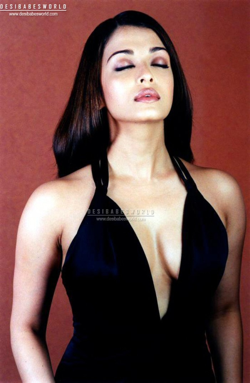 Cute aishwarya rai boobs showfrom her first film - 5 3