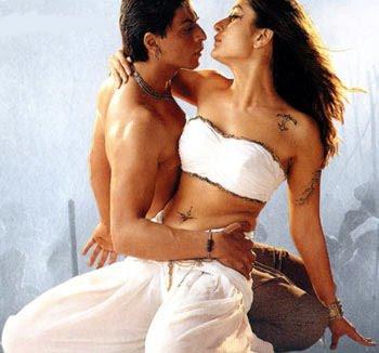 http://2.bp.blogspot.com/_TiCO8op_NpI/S9QhMSEyqXI/AAAAAAAAGE4/Jw1N07SmdZ8/s1600/Shahrukh+Khan+and+Kareena+Kapoor+are+very+closed++on+Ra+One+sets.jpg