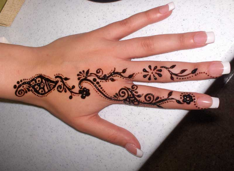 Cute Henna Tattoo Designs: Pakistan Cricket Player: Cute Henna Designs