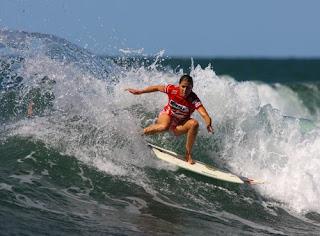 c8fd1c891 A categoria feminina inaugurou o Surf ECO Festival na paradisíaca Praia do  Forte