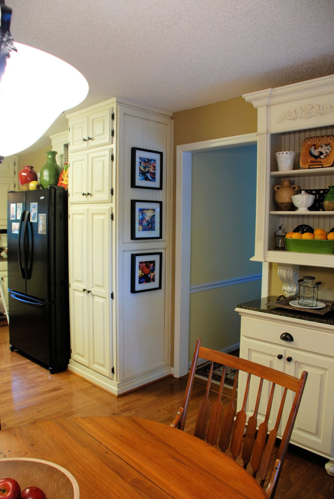 Remodelaholic from oak kitchen cabinets to painted white for Kitchen cabinets that look like furniture