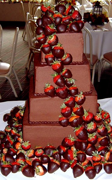 Wedding Cakes Pictures Chocolate and Strawberries Wedding Cakes