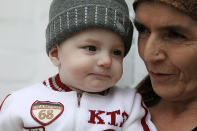 التلفيزيون الروسى يعرض طفل روسى تظهر على ساقة آيات قرآنية وأحاديث نبوية