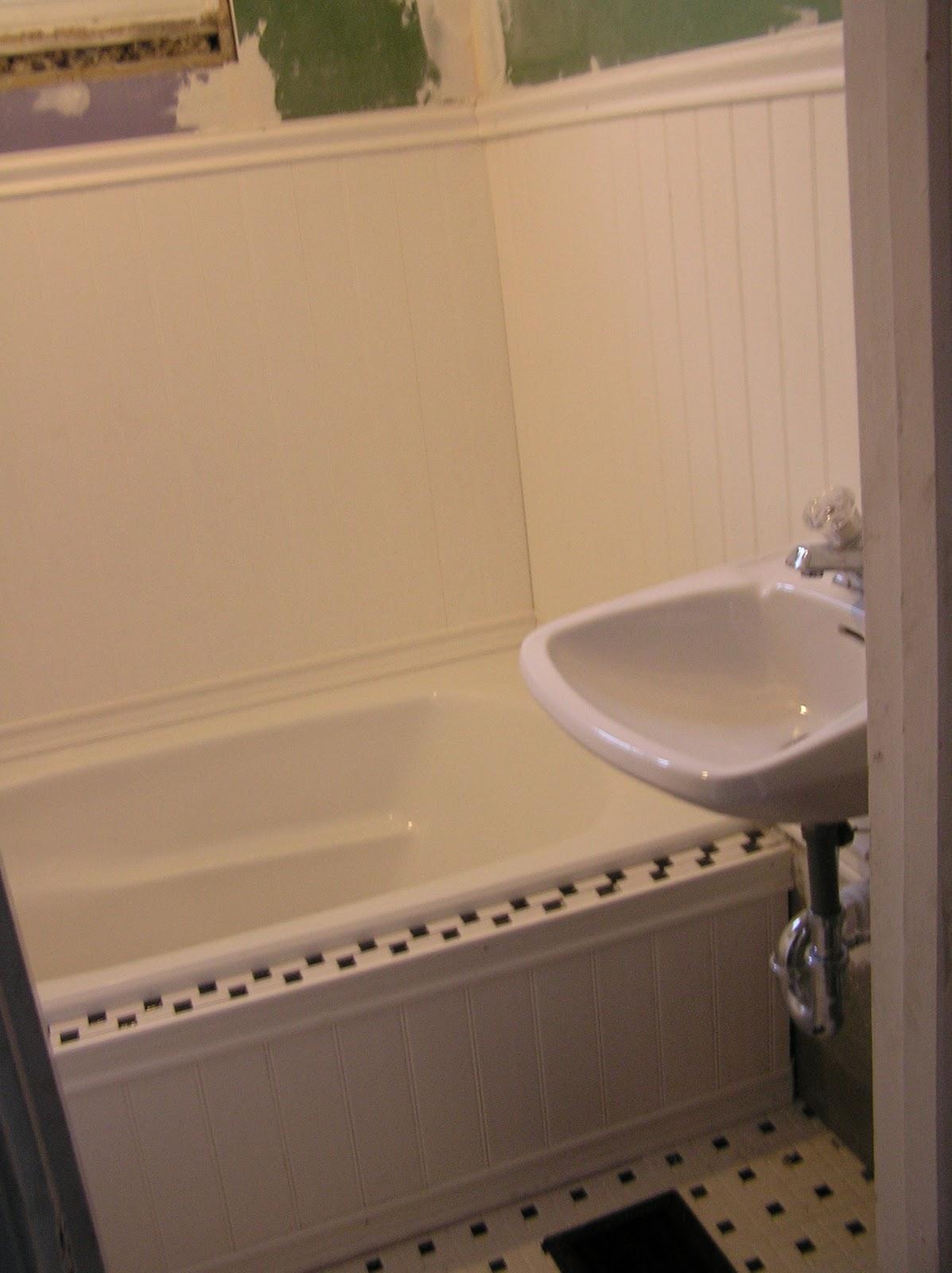 Modern Beadboard Tub Surround Pictures - Bathroom with Bathtub Ideas ...