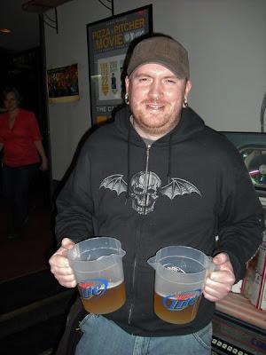 Latas de cerveza fisting