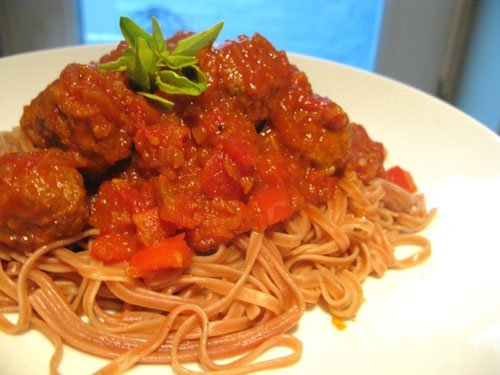 Balsamic-Caramelised Echalion Pasta with Meatballs