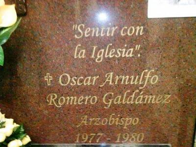 Lápida Monseñor Romero