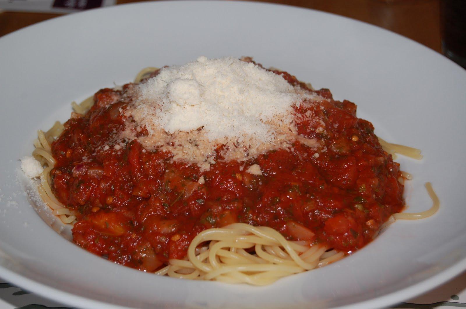 tummytuckers spaghetti mit tomatensauce. Black Bedroom Furniture Sets. Home Design Ideas