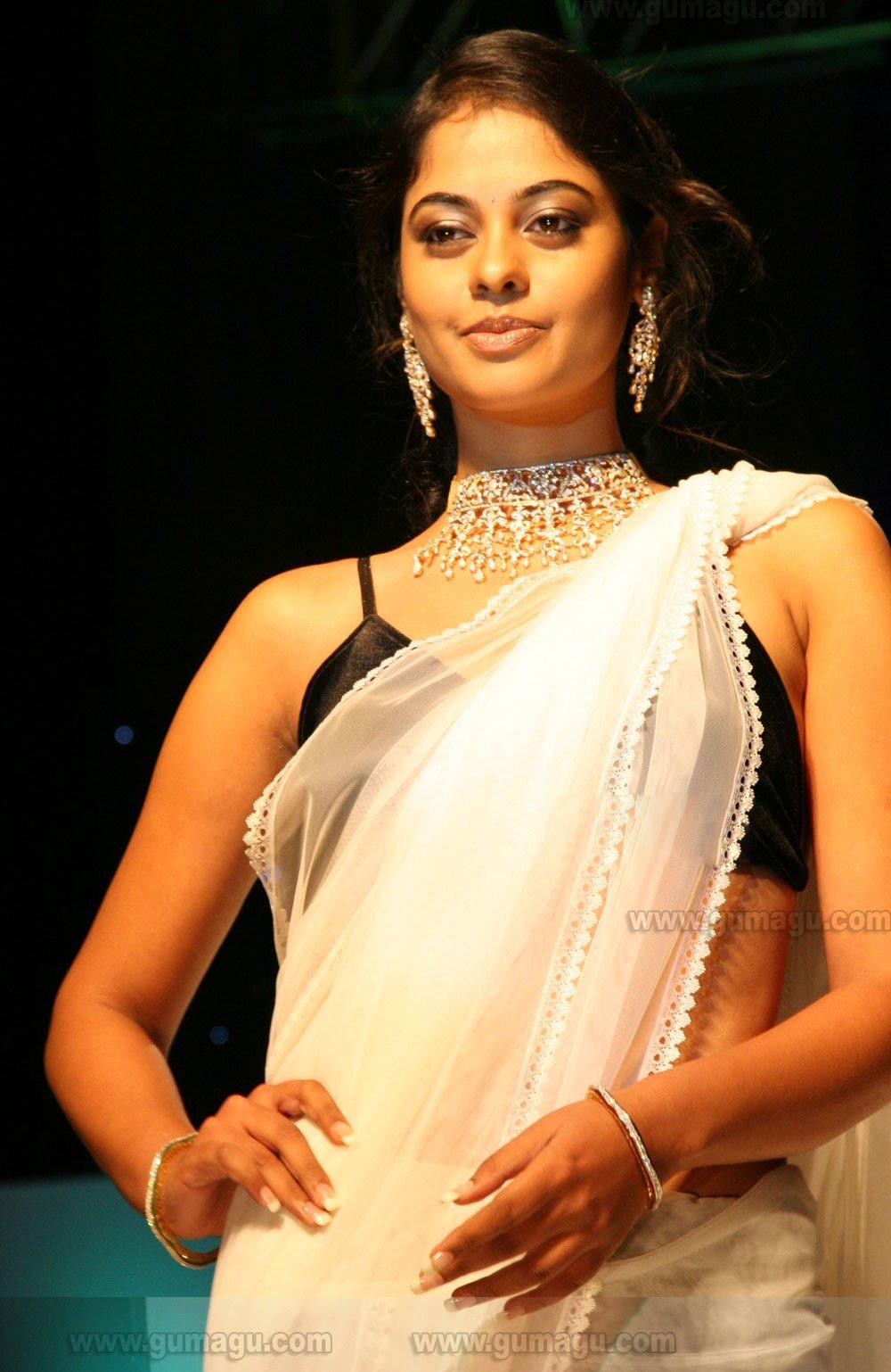 bindu madhavi at vaishnavi jeweller fashion show photos