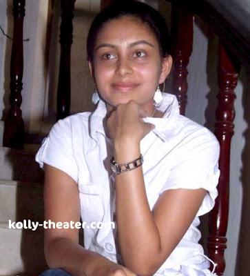 Nadodigal Fame Abhinaya Stills 4