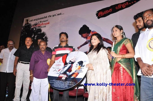 Vijay appreciates his father's flick Velutthu Kattu
