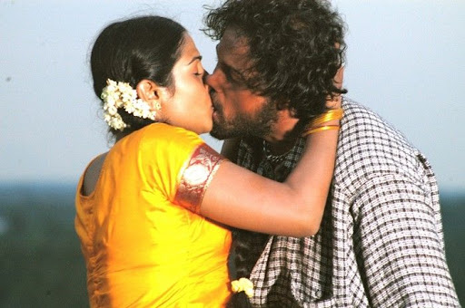Passionate lip lock scenes in 'Aaravathu vanam' stills