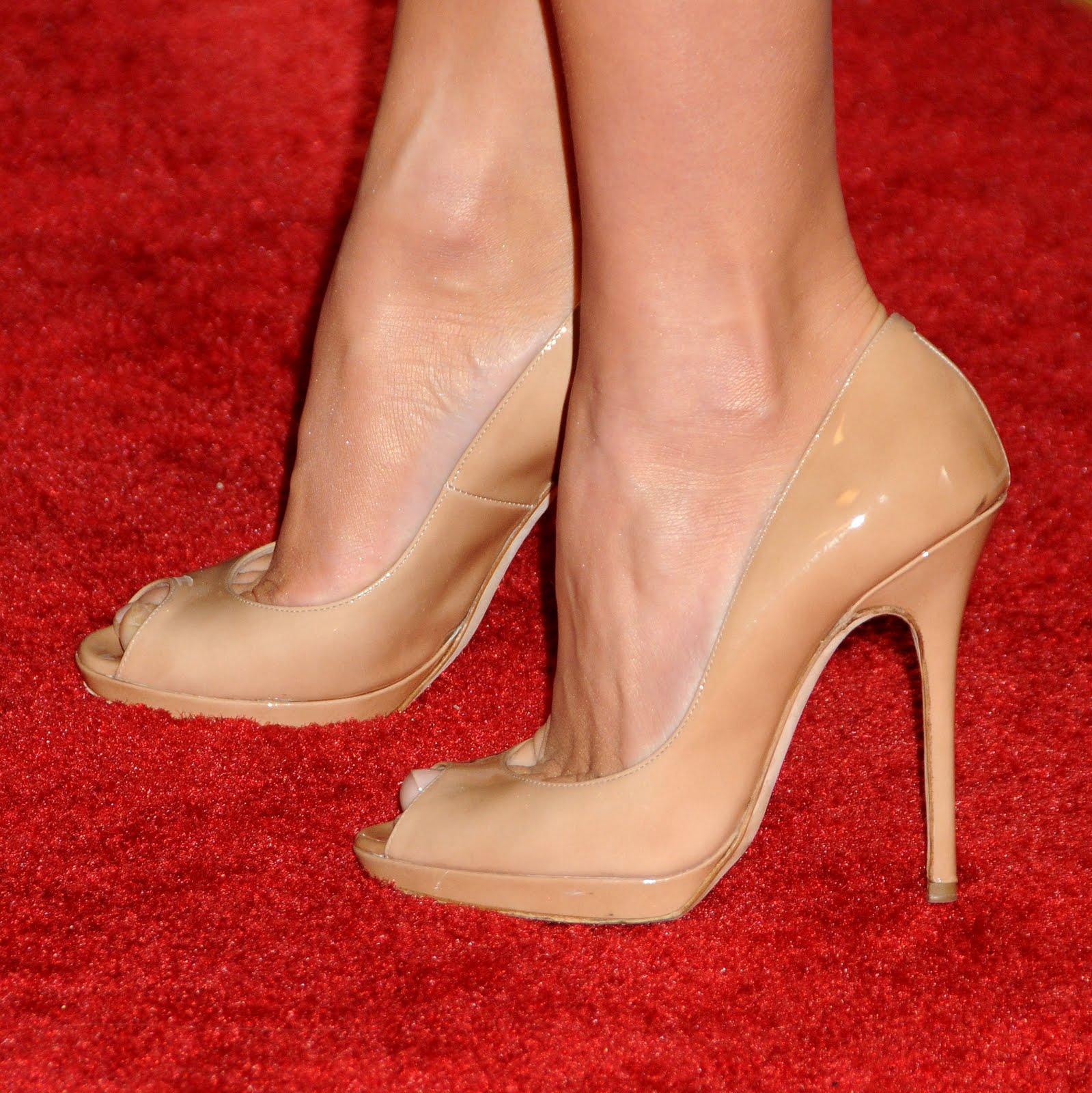 HAlLe Beauty Blog: Julianne Hough Feet