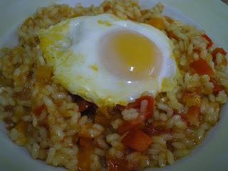 [arroz-con-verduras-y-huevo-escalfado.jpg]