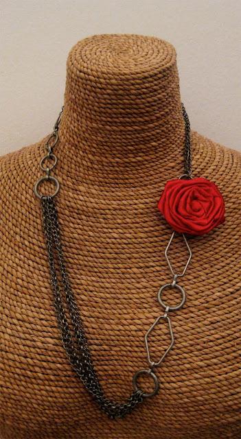 Collar Florecitas Rojo