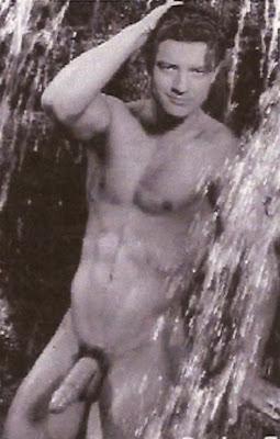 Brendan Frasier Nude 32
