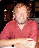 الباحث بيل تشالكر الذي حقق في عينات الشعر المأخوذة ، وقام يتحليل مورثات الشعر عبر الحمض النووي