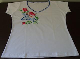 Nininha Artesanatos  Camiseta Bordada a mão 25e31746a80