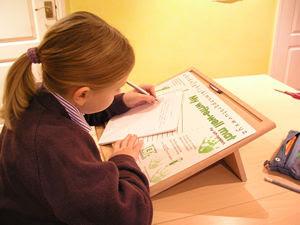 TERAPIA OCUPACIONAL INFANTIL JOHANNA MELO FRANCO: Como ensinar as crianças canhotas a posição correta para escrita?