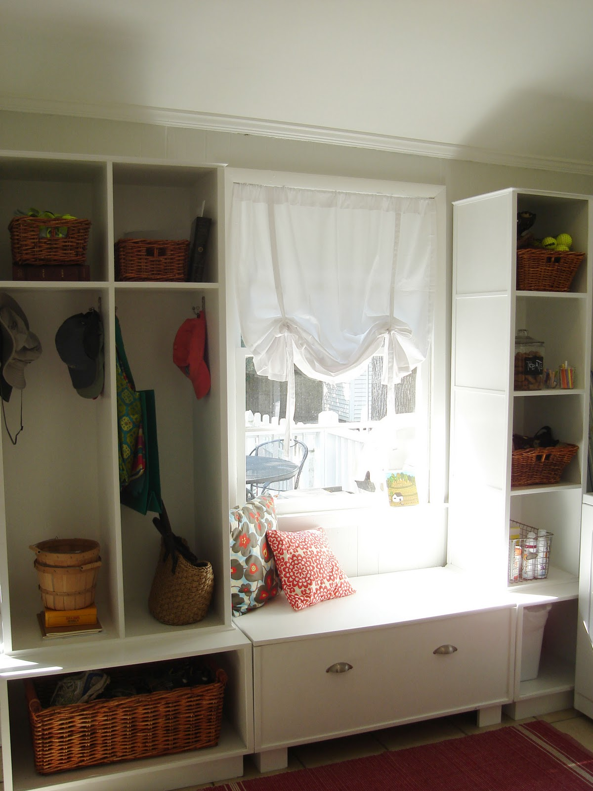 http://i2.wp.com/2.bp.blogspot.com/_V7ObogxMFrM/TLdg6KlTkrI/AAAAAAAAAaU/7kMD-KGOF6w/s1600/laundryroom2.jpg?resize=399%2C533