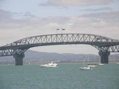 Reflections on Auckland Planning: NZTA bends the bridge