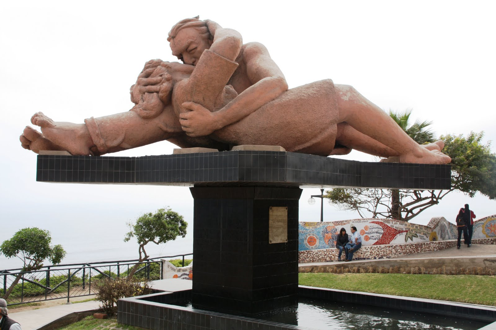 Trip to Miraflores in Lima in Search of the Kiss in the Park of Love