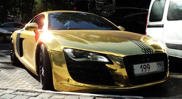 Alay S Blog Gold Audi R8 On Moscow Streets