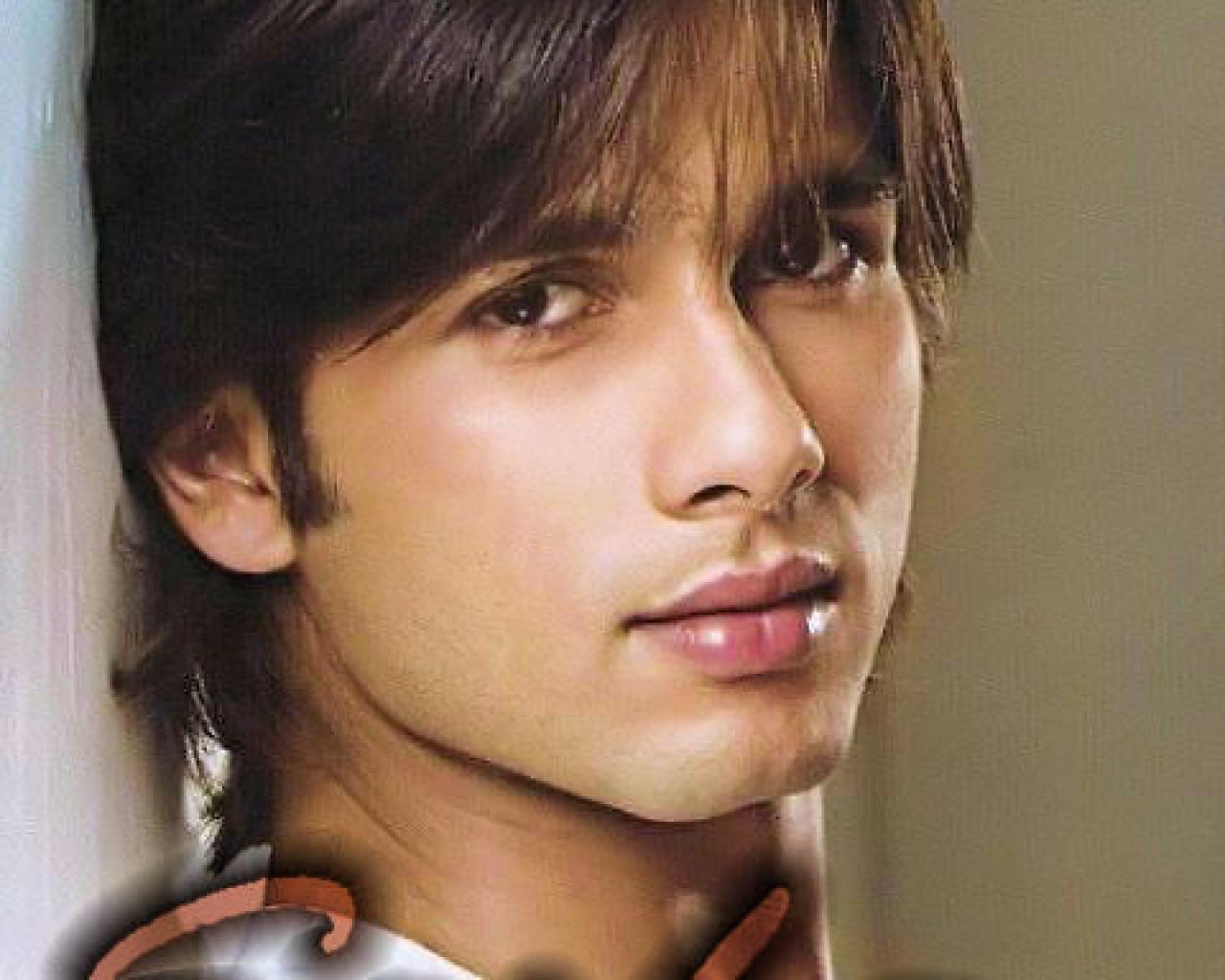 Actors Wallpapers Download: Download Songs: Shahid Kapoor Latest Wallpaper
