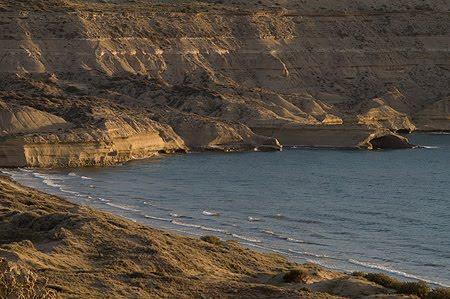 Playa las Cuevas, vista desde los acantilados con marea alta