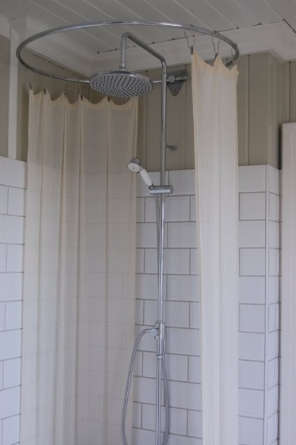 dusjoppheng til badekar Dusjoppheng tak – Sminkebord med speil og lys dusjoppheng til badekar