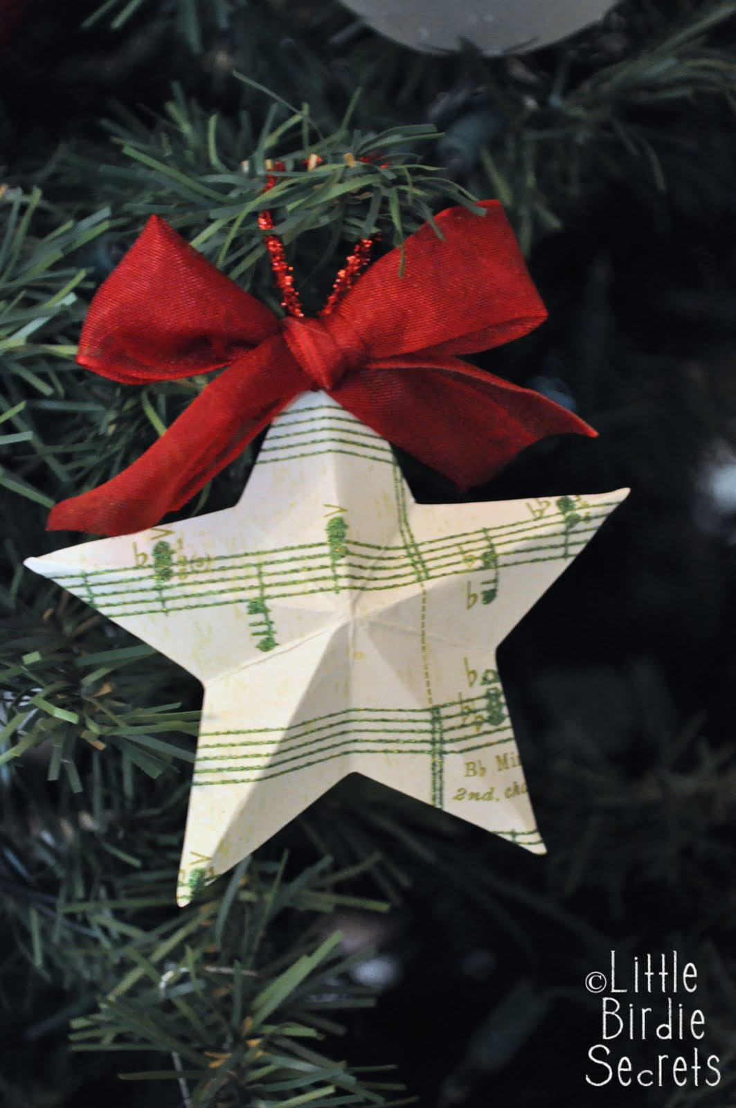 {last minute christmas decorations} 3D paper star wreath ...