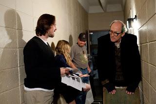 Matt Reeves dando instrucciones al reparto de la película