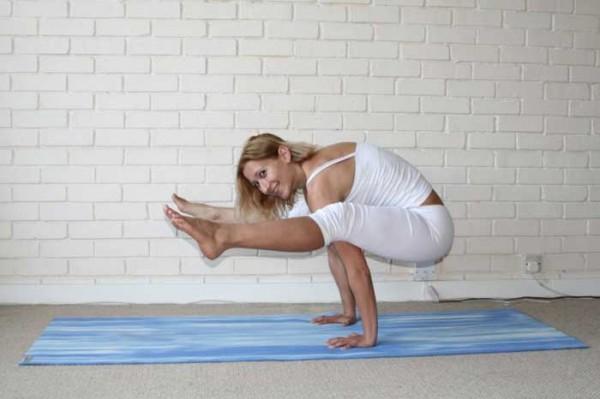 10 insane yoga poses you wish you could strike doyouyogacom - 600×399